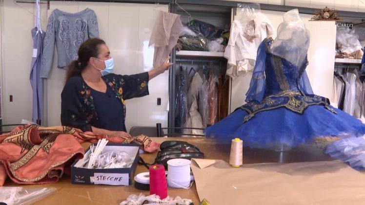 Backstage tra i costumi della Carmen